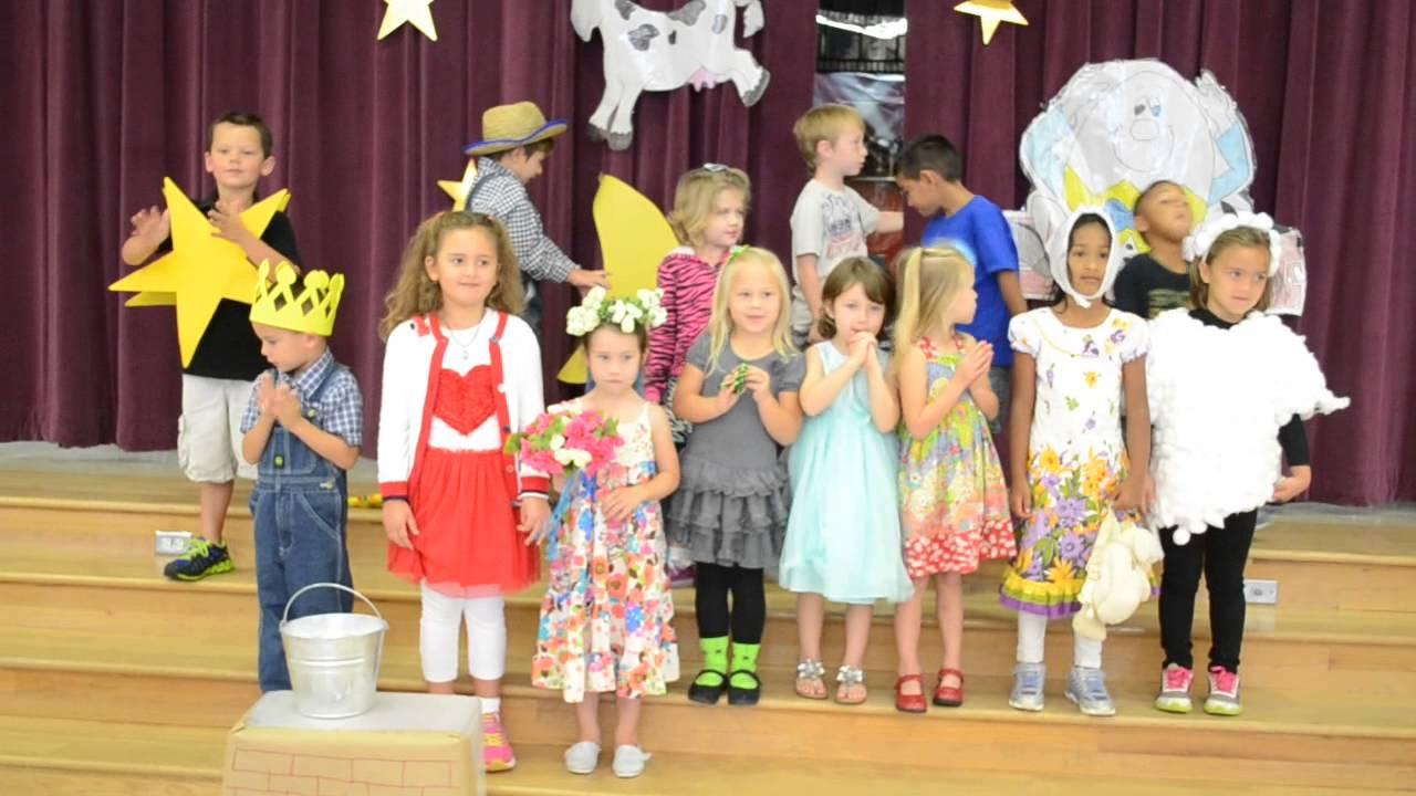 Книгата - Сценарии за празници в детската градина, том IV